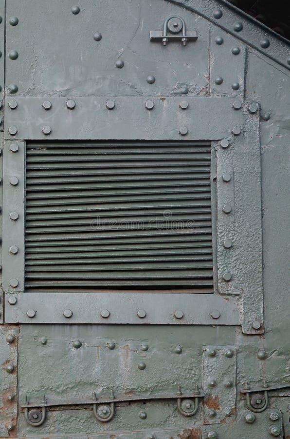Σύσταση του πλευρικού τοίχου δεξαμενών, φιαγμένη από μέταλλο και που ενισχύεται με ένα πλήθος μπουλονιών και καρφιών στοκ εικόνες με δικαίωμα ελεύθερης χρήσης