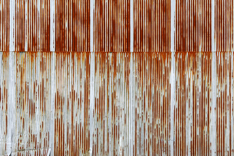 Σύσταση του σκουριασμένου ζαρωμένου φύλλου μετάλλων, γαλβανισμένο πιάτο σιδήρου στοκ εικόνα