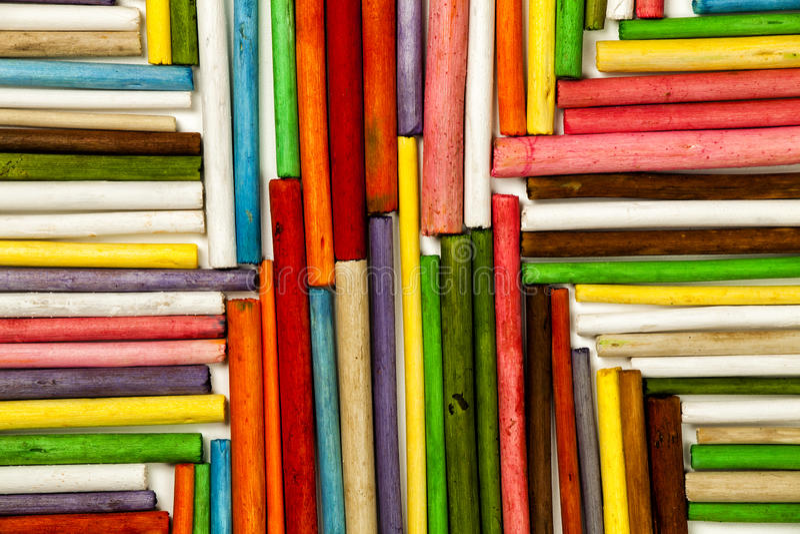 Σύσταση των ξύλινων ραβδιών που χρωματίζονται Κατεύθυνση προς το κέντρο στοκ εικόνες