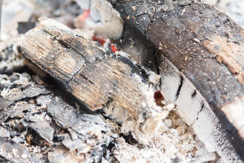 Σύσταση υποβάθρου κινηματογραφήσεων σε πρώτο πλάνο ανθρακόπλινθων ξυλάνθρακα πυράκτωσης καυτή bongos στοκ εικόνα με δικαίωμα ελεύθερης χρήσης