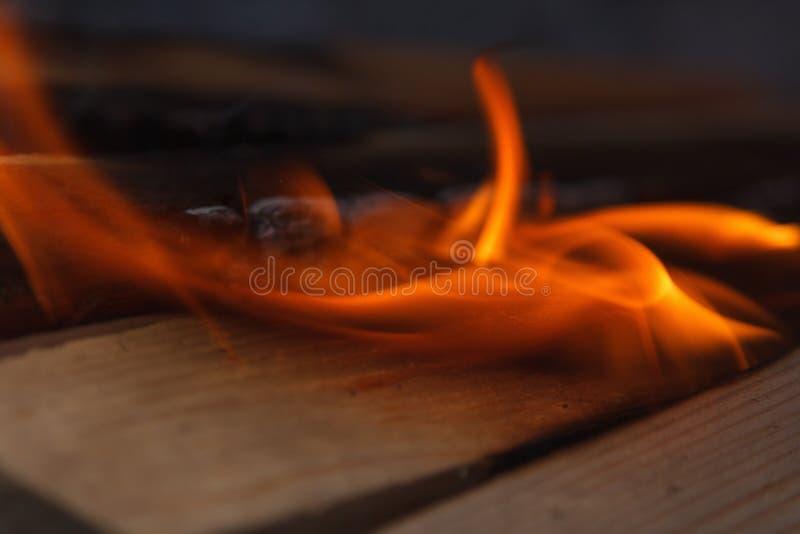 Σύσταση υποβάθρου κινηματογραφήσεων σε πρώτο πλάνο ανθρακόπλινθων ξυλάνθρακα πυράκτωσης καυτή bongos στοκ εικόνες με δικαίωμα ελεύθερης χρήσης