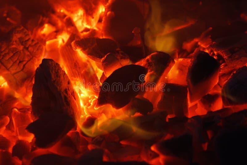 Σύσταση υποβάθρου κινηματογραφήσεων σε πρώτο πλάνο ανθρακόπλινθων ξυλάνθρακα πυράκτωσης καυτή bongos στοκ εικόνες