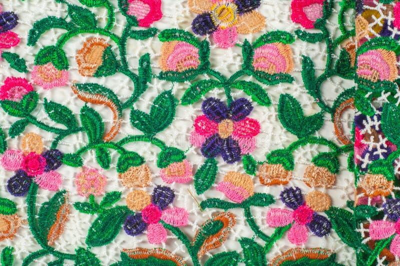 Σύσταση, υπόβαθρο, σχέδιο χρώμα υφάσματος δαντελλών Πράσινα φύλλα σχετικά με απεικόνιση αποθεμάτων