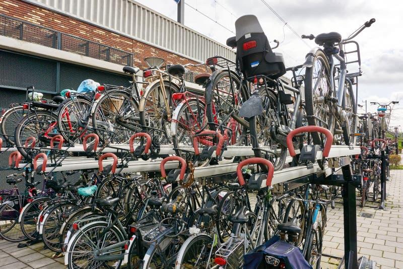 Σύστημα αποθήκευσης ποδηλάτων στις Κάτω Χώρες στοκ εικόνες με δικαίωμα ελεύθερης χρήσης