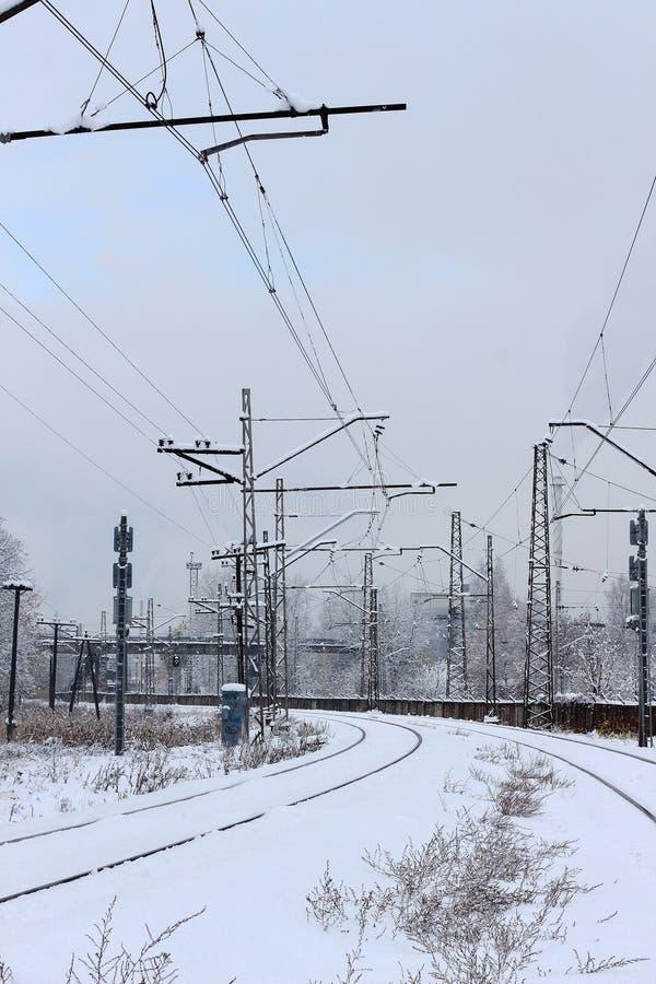 Σύστημα αστικών σιδηροδρόμων, διαδρομές σιδηροδρόμων στο χιόνι, χειμώνας στοκ φωτογραφία