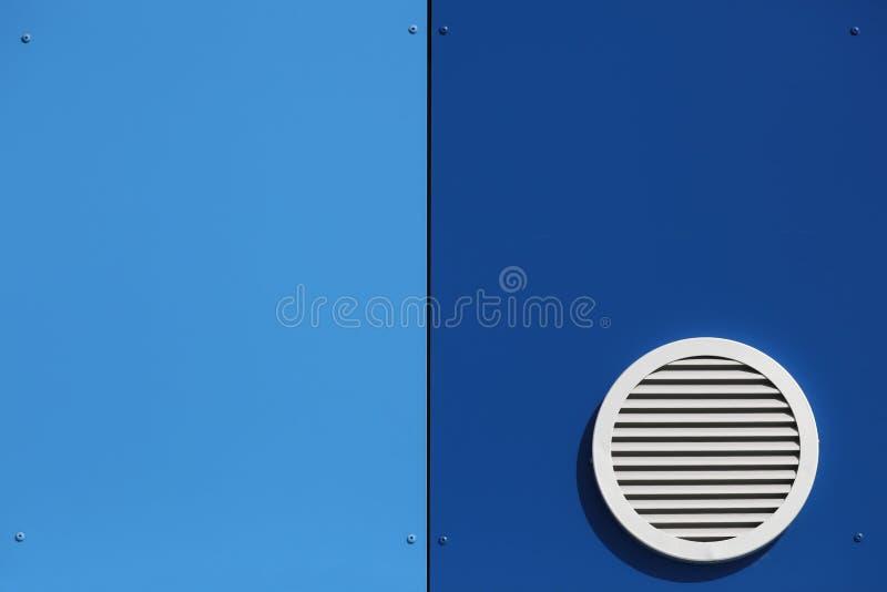 Σύστημα εξαερισμού σε έναν τοίχο στοκ εικόνες