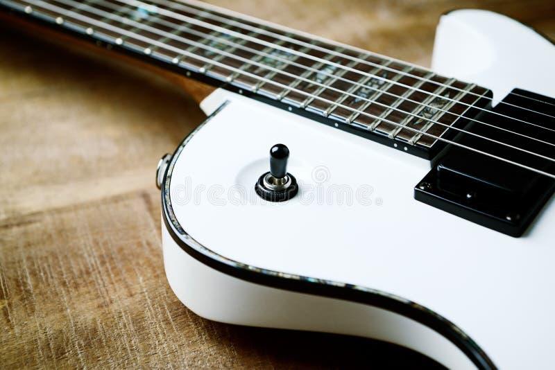 Σώμα και fretboard της σύγχρονης ηλεκτρικής κιθάρας στοκ εικόνα με δικαίωμα ελεύθερης χρήσης