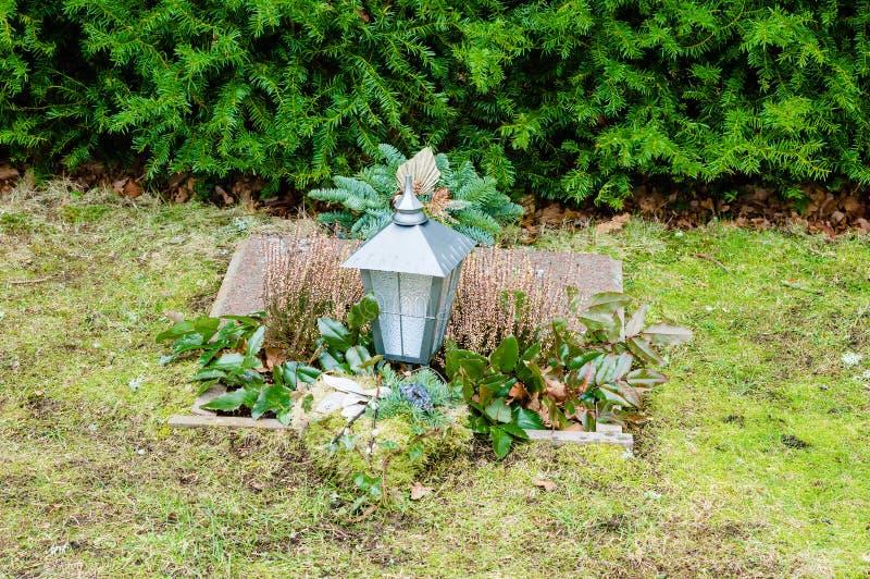 Τάφος με το φανάρι στοκ φωτογραφίες με δικαίωμα ελεύθερης χρήσης
