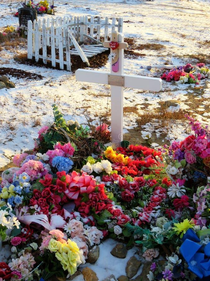 Τάφος Inuit στο νεκροταφείο Kuujjuaq στοκ φωτογραφία