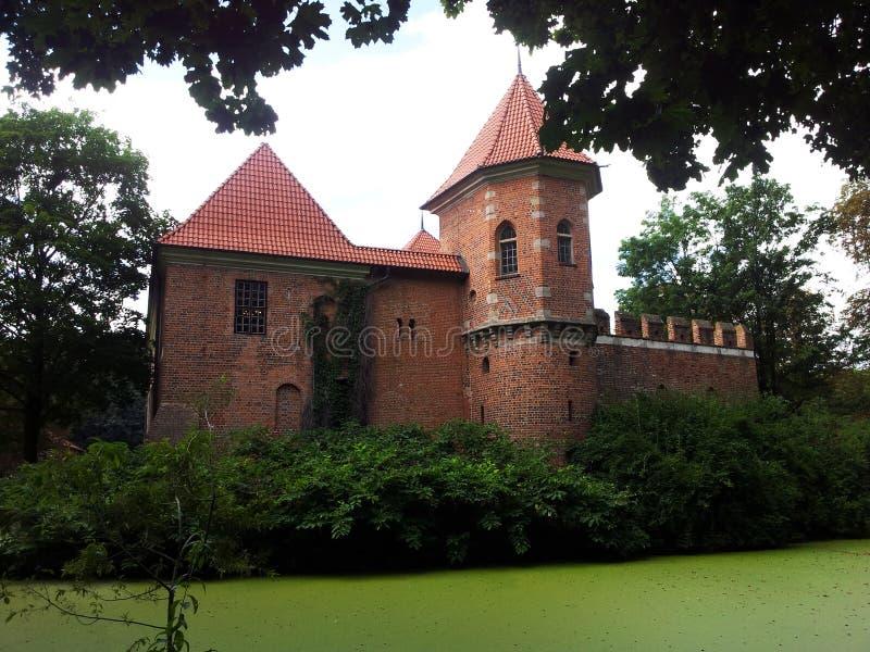 Τάφρος κάστρων της Πολωνίας κάστρων Oporow στοκ φωτογραφίες