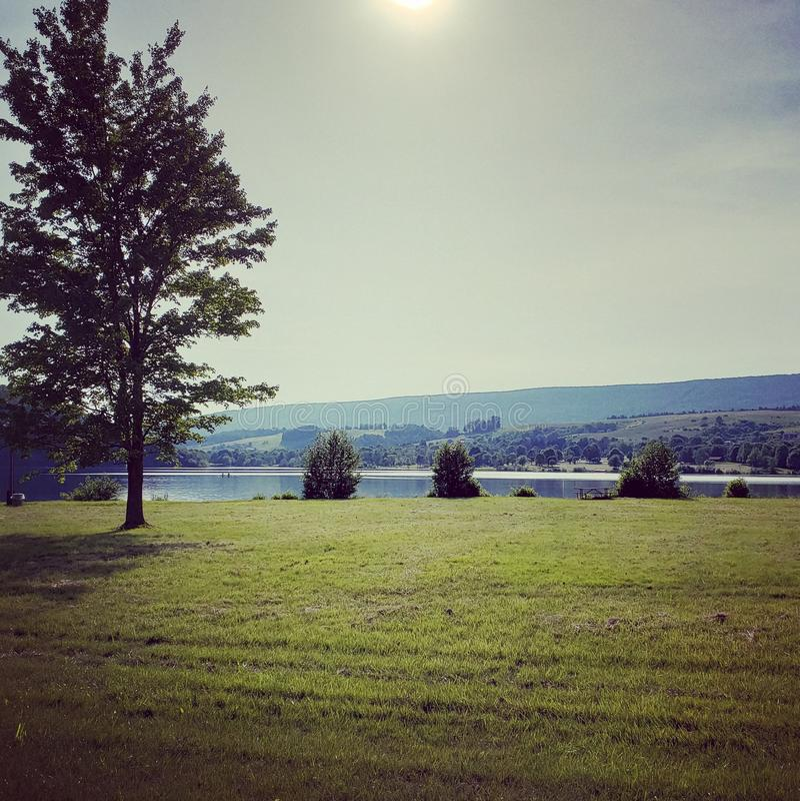Τέλεια ημέρα λιμνών εικόνων στοκ φωτογραφία