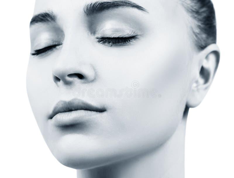 Τέλεια φυσικά χείλια της νέας γυναίκας Κινηματογράφηση σε πρώτο πλάνο στοκ φωτογραφίες με δικαίωμα ελεύθερης χρήσης