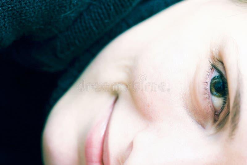 Download τέλειο χαμόγελο στοκ εικόνες. εικόνα από χαλαρώστε, υλοτομία - 1540030