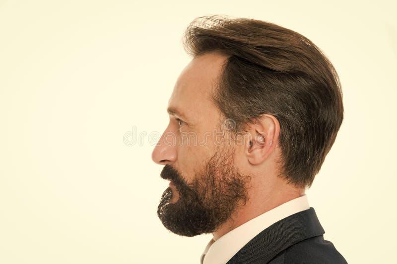 Τέλειο ύφος Το επιχειρησιακό άτομο εκαλλώπισε καλά το ώριμο άσπρο υπόβαθρο πλάγιας όψης τύπων Επιχειρηματίες hairstyle Επιχειρημα στοκ εικόνες
