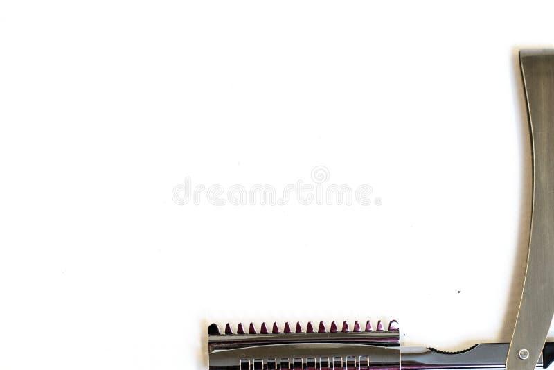 Τέμνοντα εργαλεία τρίχας σε ένα άσπρο υπόβαθρο στοκ φωτογραφίες