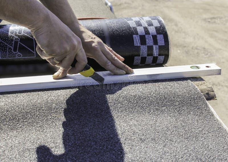 Τέμνον υλικό υλικού κατασκευής σκεπής στοκ εικόνα