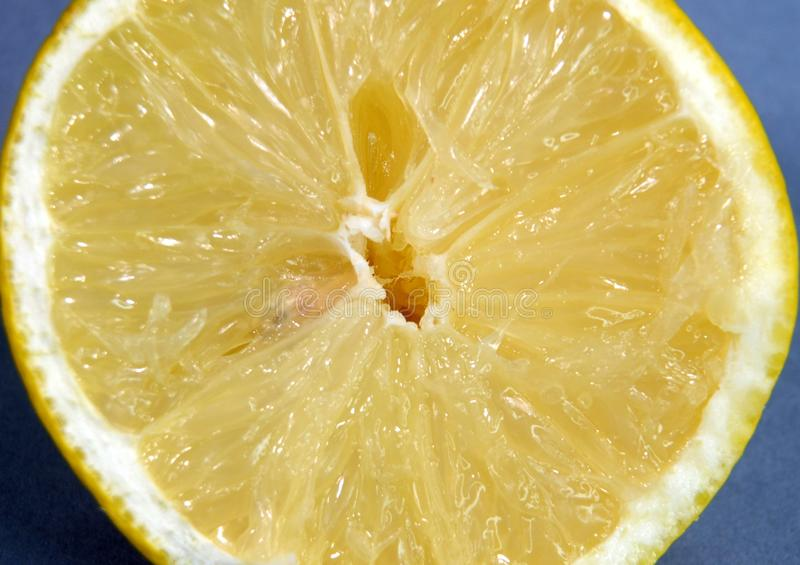 Τέμνουσα επιφάνεια ενός λεμονιού στοκ φωτογραφία με δικαίωμα ελεύθερης χρήσης