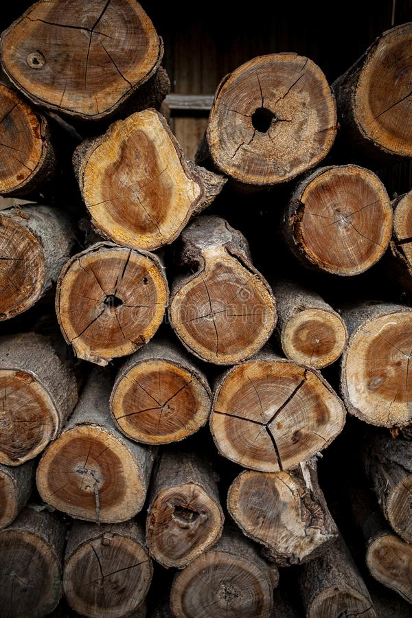 Τέμνουσα επιφάνεια της ξύλινης αγροτικής αγροτικής αποθήκης εμπορευμάτων σύνδεσης στοκ εικόνες
