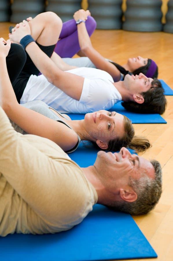 Download τέντωμα γυμναστικής ασκήσ& στοκ εικόνες. εικόνα από υγιής - 17052042