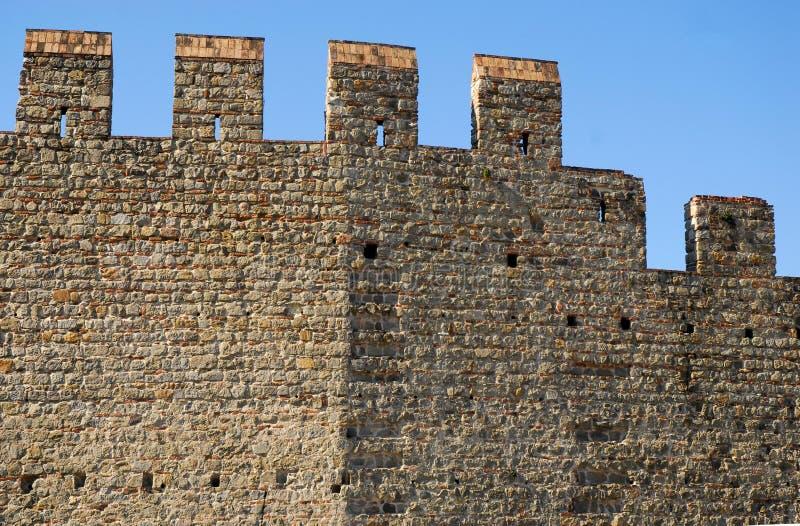 Τέντωμα των αρχαίων τοίχων που αλλάζει τον προσανατολισμό στην πόλη Monselice στην επαρχία της Πάδοβας στο Βένετο (Ιταλία) στοκ φωτογραφίες με δικαίωμα ελεύθερης χρήσης