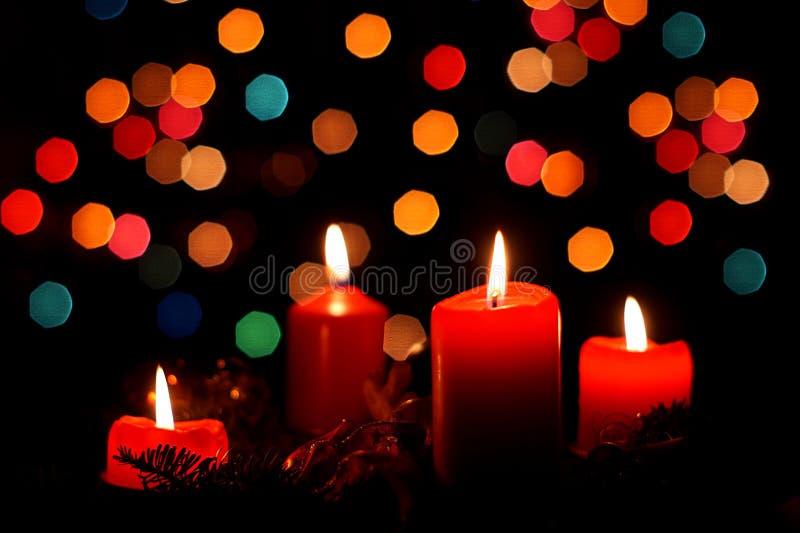 Τέσσερα κεριά εμφάνισης στο χρόνο Χριστουγέννων στοκ εικόνες