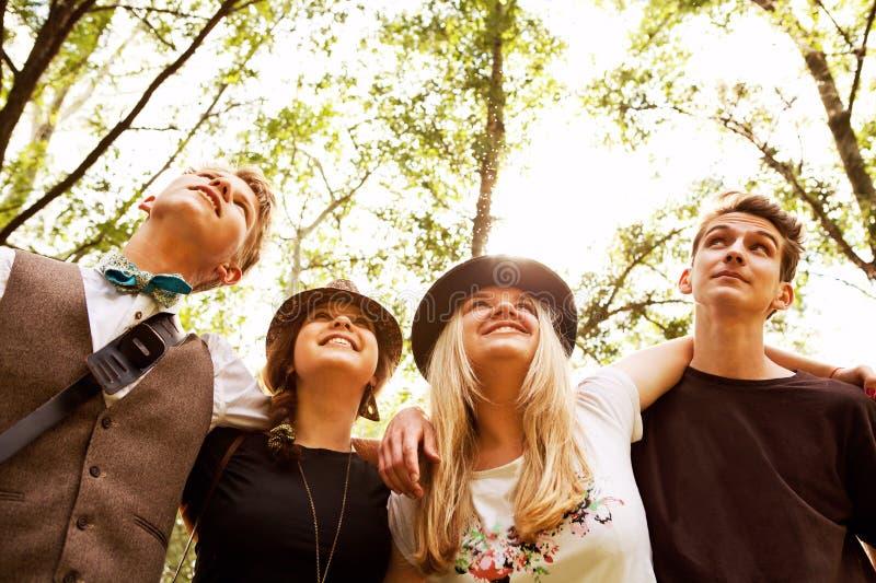 Τέσσερις εφηβικοί φίλοι στοκ εικόνες