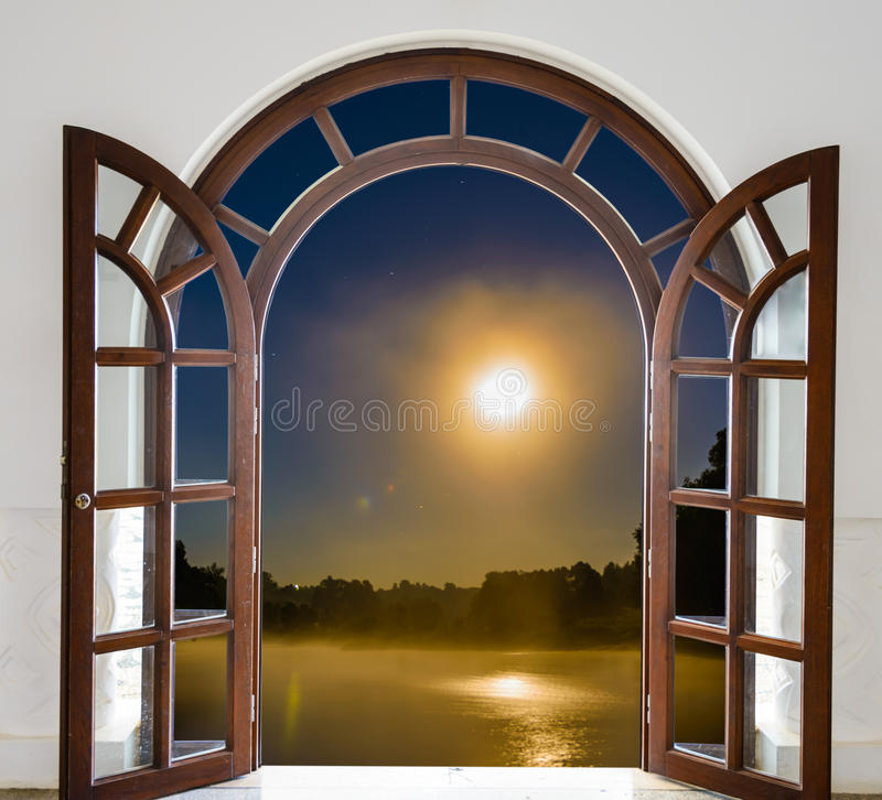 Τέταρτο ανοιχτών πορτών στοκ φωτογραφία με δικαίωμα ελεύθερης χρήσης