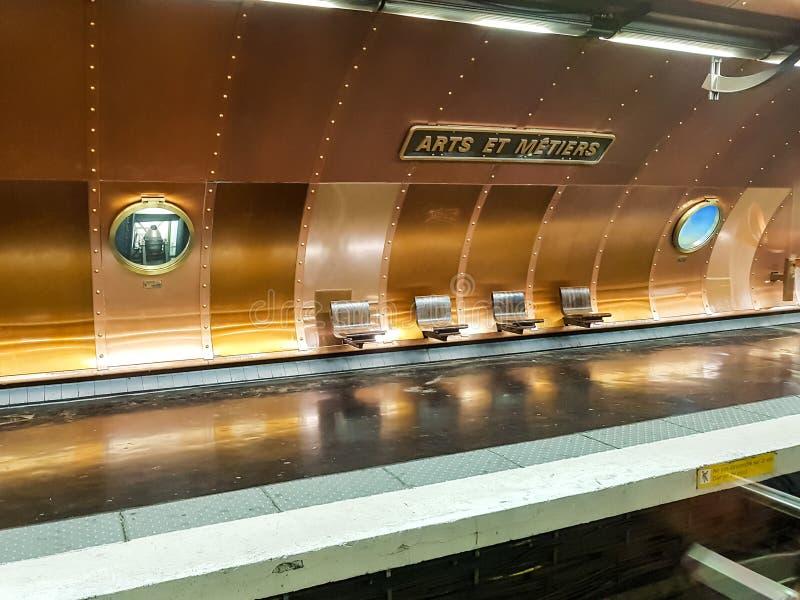 Τέχνες et σταθμός μετρό Metiers στοκ εικόνες