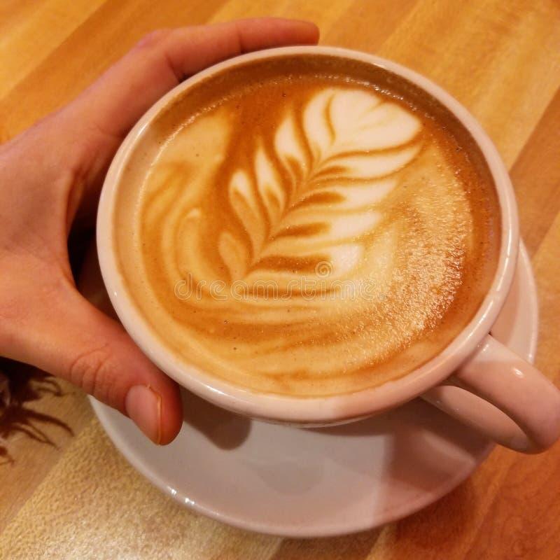 Τέχνη γάλακτος αμυγδάλων latte στοκ εικόνες
