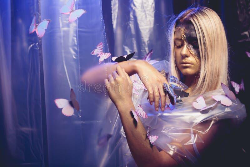 Τέχνη πεταλούδων κοριτσιών στοκ εικόνα με δικαίωμα ελεύθερης χρήσης