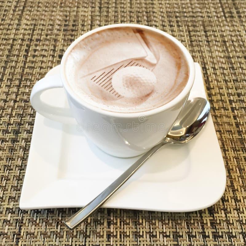 Τέχνη Cappuccino σε ένα φλυτζάνι καφέ στοκ φωτογραφίες με δικαίωμα ελεύθερης χρήσης