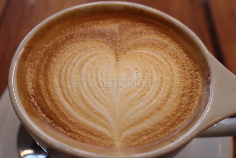 Τέχνη Latte καφέδων μορφής καρδιών στοκ εικόνα