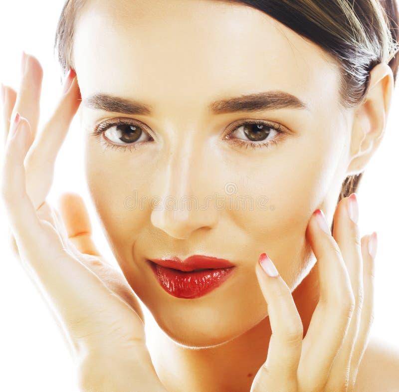 Τέλεια γυναίκα brunette ομορφιάς πραγματική που απομονώνεται στο άσπρο υπόβαθρο που χαμογελά τη μακροεντολή SPA makeup στοκ εικόνες με δικαίωμα ελεύθερης χρήσης