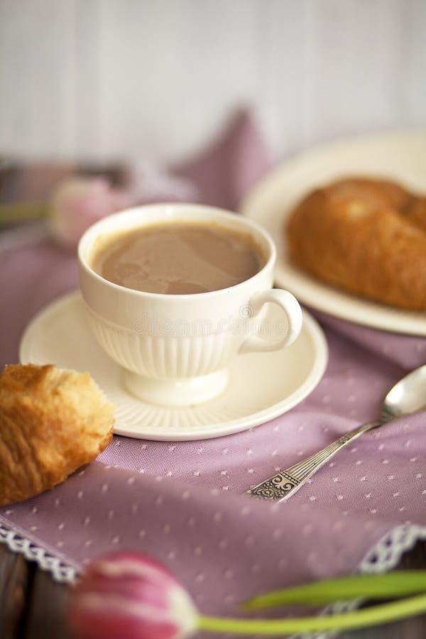 Τέλειες ενάρξεις πρωινού με τον καφέ στοκ εικόνες