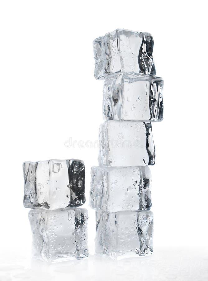 Download τήξη πάγου κύβων στοκ εικόνες. εικόνα από μακροεντολή - 17050078