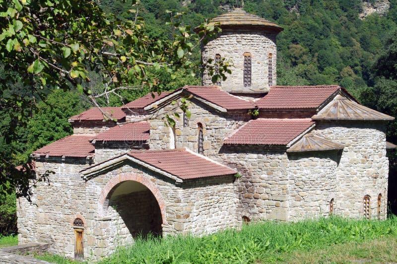 Τακτοποίηση Magas Μέσος ναός Alans Karachay-Cherkess Δημοκρατία, περιοχή Arkhyz Zelenchugsky βόρειο πανόραμα βουνών τοπίων Καύκασ στοκ εικόνα με δικαίωμα ελεύθερης χρήσης
