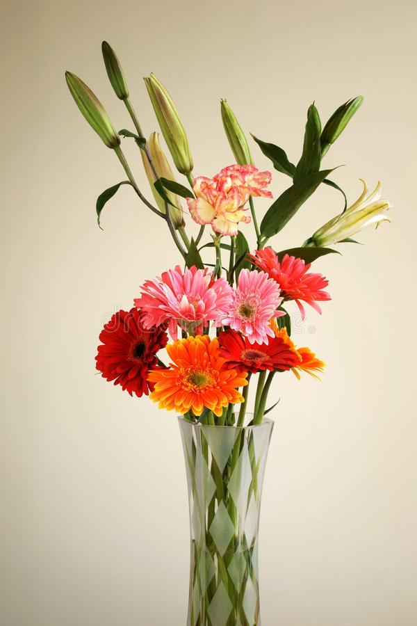 τακτοποιήστε το λουλούδι vase γυαλιού   στοκ εικόνα με δικαίωμα ελεύθερης χρήσης