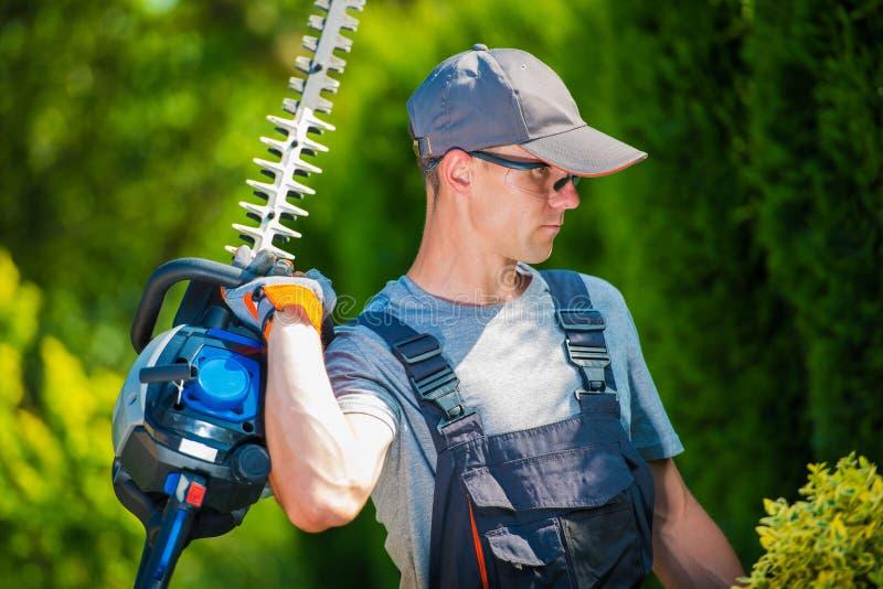 Τακτοποιώντας εργασίες κήπων στοκ εικόνα