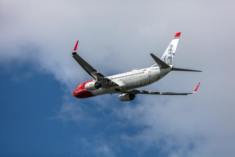 Ταλίν, Εσθονία - 6 ΜΑΐΟΥ 2019: Ln-DYU - νορβηγικές αερογραμμές Boeing 737-800 στοκ εικόνες