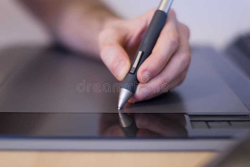 ταμπλέτα χεριών σχεδίων στοκ φωτογραφία