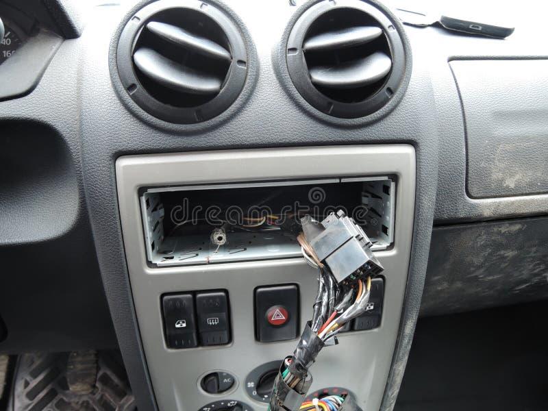 Ταμπλό αυτοκινήτων μετά από την κλοπή του ακουστικού δέκτη στοκ εικόνες