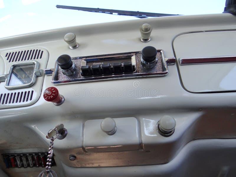 Ταμπλό ενός κλασικού ζωύφιου της VW στοκ εικόνες