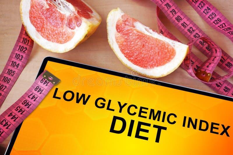 Ταμπλέτα με τη χαμηλή glycemic διατροφή δεικτών στοκ φωτογραφίες