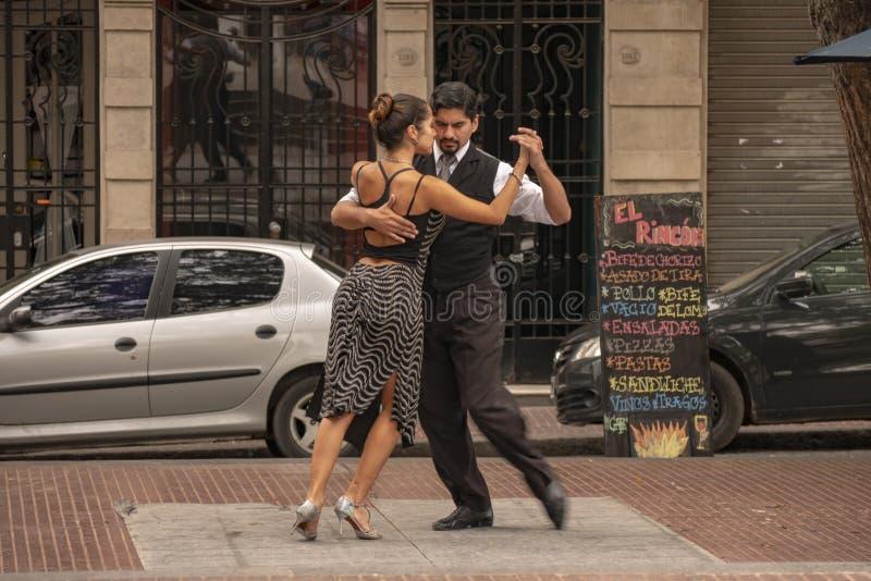 Τανγκό, χαρακτηριστικός αργεντινός χορός στην καρδιά της παλαιάς γειτονιάς του ίδιου ονόματος στην πόλη του Μπουένος Άιρες, Αργεν στοκ εικόνα με δικαίωμα ελεύθερης χρήσης