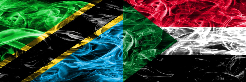 Τανζανία εναντίον του Σουδάν, σουδανέζικες σημαίες καπνού που τοποθετούνται δίπλα-δίπλα Πυκνά χρωματισμένες μεταξωτές σημαίες καπ στοκ εικόνες