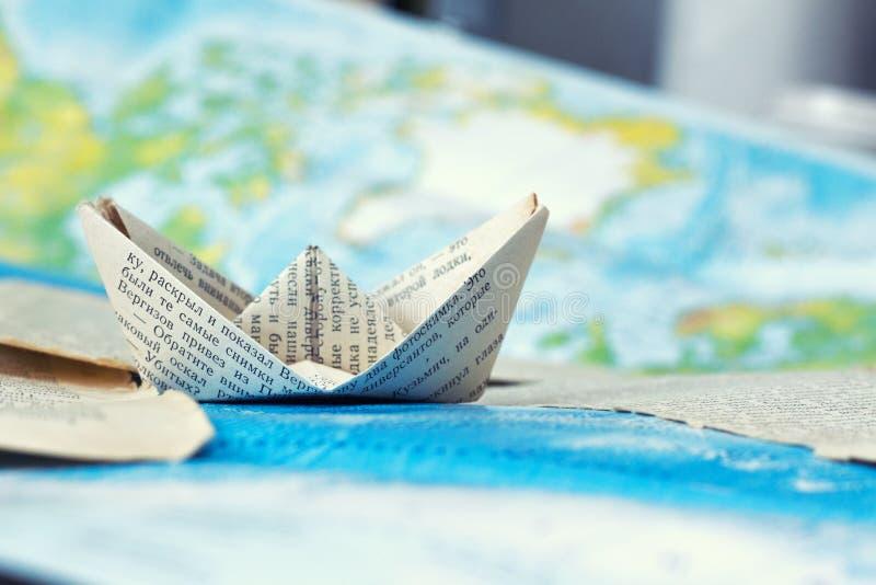 Ταξίδι ενός σκάφους εγγράφου στοκ εικόνα