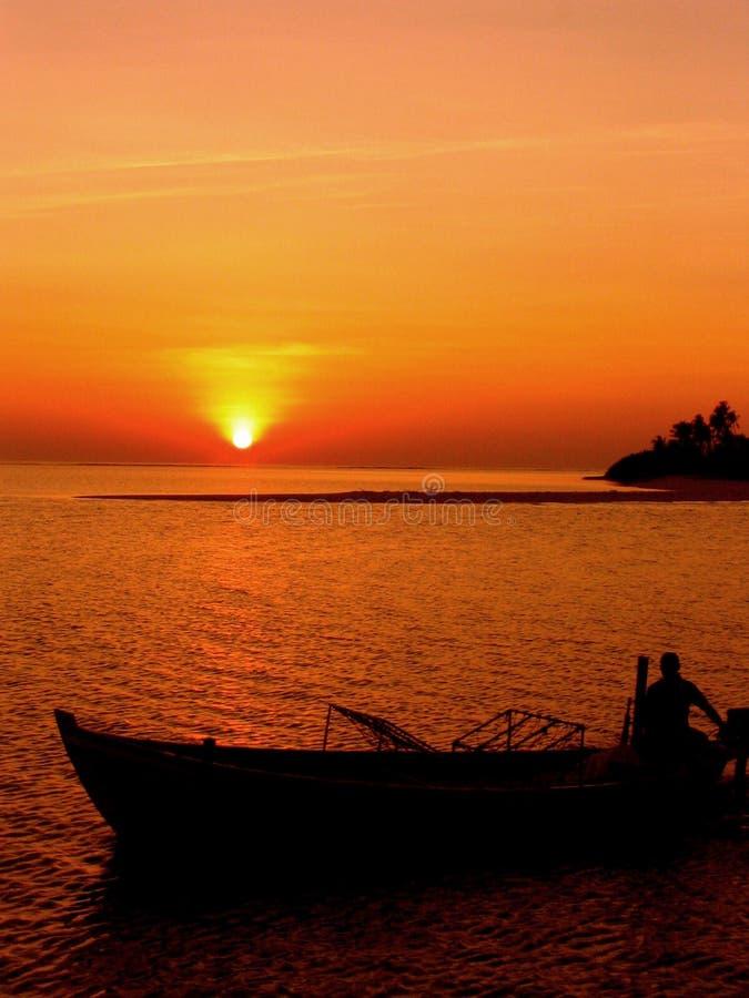 ταξίδι ηλιοβασιλέματος στοκ φωτογραφία με δικαίωμα ελεύθερης χρήσης