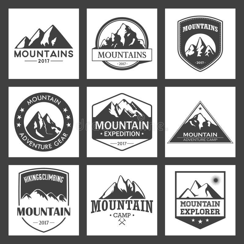 Ταξίδι βουνών, υπαίθριο σύνολο λογότυπων περιπετειών Πεζοπορία και αναρρίχηση των ετικετών ή των εικονιδίων για τις οργανώσεις το διανυσματική απεικόνιση