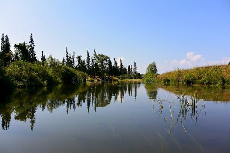 Ταξίδι μέσω των όμορφων γωνιών της φύσης στοκ φωτογραφίες