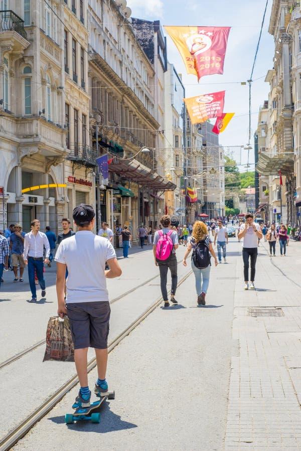 Ταξίδι με Skateboard στην οδό, Ιστανμπούλ στοκ εικόνες